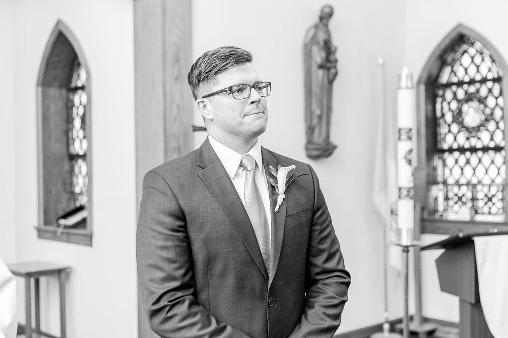 classic-timeless-candid-wedding-photos-in-grosse-ile-and-trenton-michigan-by-courtney-carolyn-photography_0014.jpg