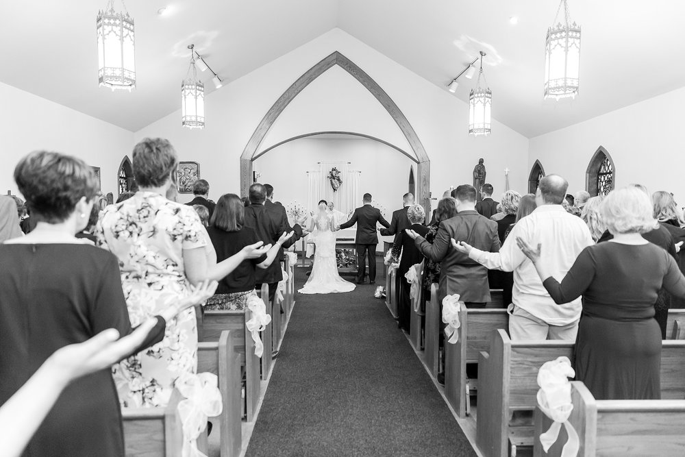 classic-timeless-candid-wedding-photos-in-grosse-ile-and-trenton-michigan-by-courtney-carolyn-photography_0018.jpg