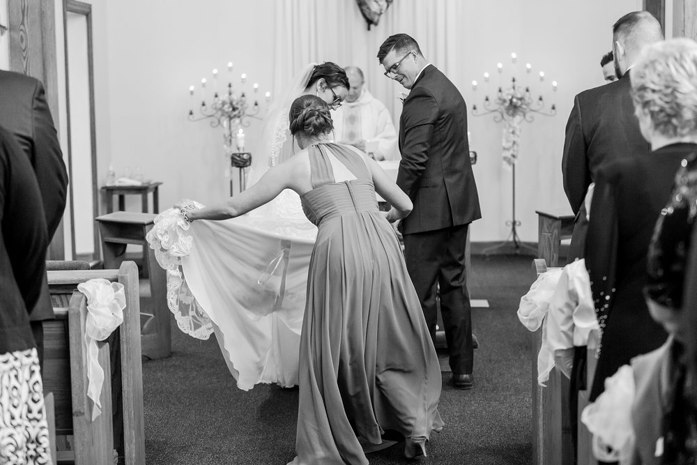 classic-timeless-candid-wedding-photos-in-grosse-ile-and-trenton-michigan-by-courtney-carolyn-photography_0022.jpg
