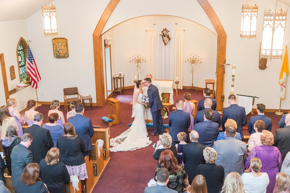 classic-timeless-candid-wedding-photos-in-grosse-ile-and-trenton-michigan-by-courtney-carolyn-photography_0025.jpg