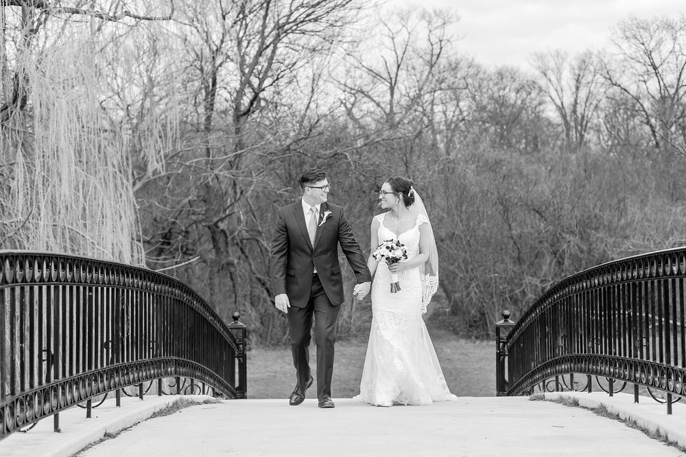classic-timeless-candid-wedding-photos-in-grosse-ile-and-trenton-michigan-by-courtney-carolyn-photography_0036.jpg