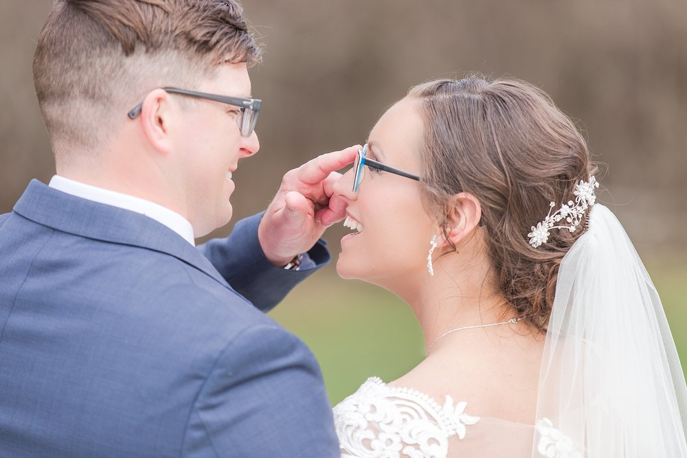 classic-timeless-candid-wedding-photos-in-grosse-ile-and-trenton-michigan-by-courtney-carolyn-photography_0038.jpg