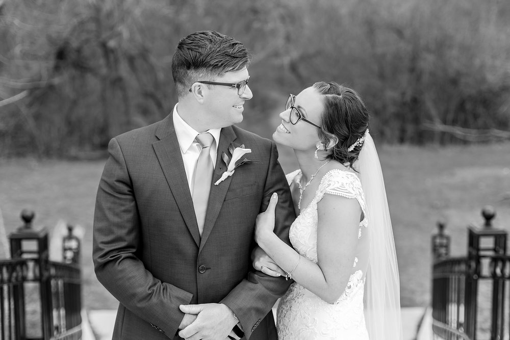 classic-timeless-candid-wedding-photos-in-grosse-ile-and-trenton-michigan-by-courtney-carolyn-photography_0047.jpg
