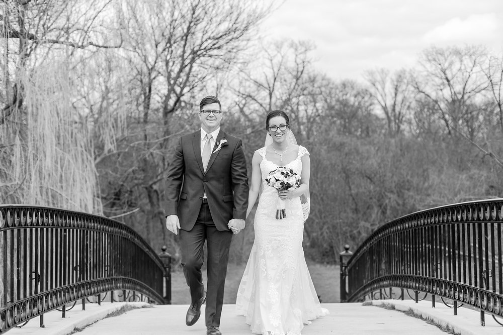 classic-timeless-candid-wedding-photos-in-grosse-ile-and-trenton-michigan-by-courtney-carolyn-photography_0053.jpg