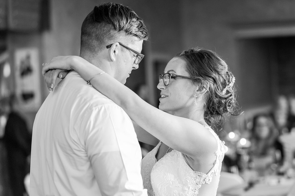classic-timeless-candid-wedding-photos-in-grosse-ile-and-trenton-michigan-by-courtney-carolyn-photography_0074.jpg