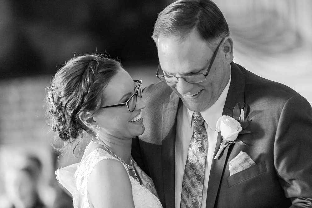 classic-timeless-candid-wedding-photos-in-grosse-ile-and-trenton-michigan-by-courtney-carolyn-photography_0078.jpg
