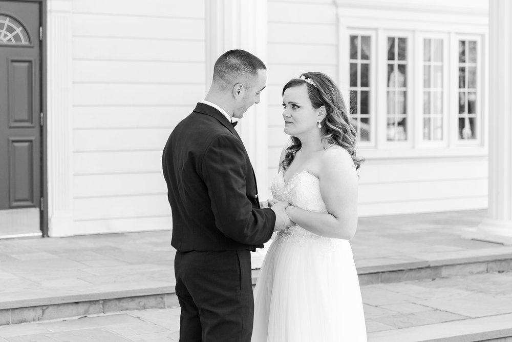 romantic-artful-candid-wedding-photos-in-st-clair-shores-at-the-white-house-wedding-chapel-by-courtney-carolyn-photography_0019.jpg