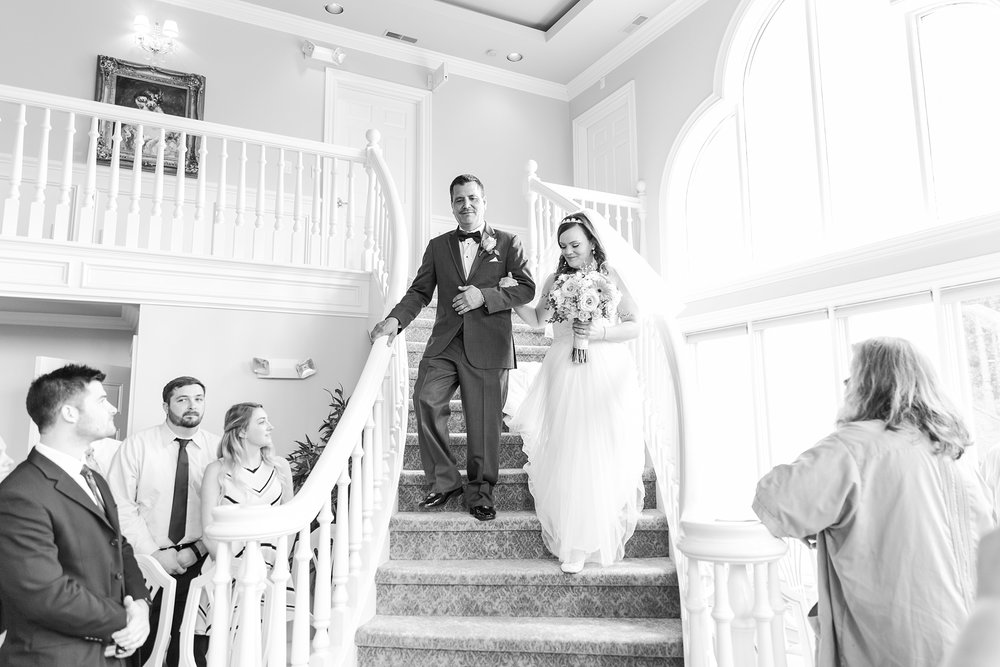 romantic-artful-candid-wedding-photos-in-st-clair-shores-at-the-white-house-wedding-chapel-by-courtney-carolyn-photography_0026.jpg