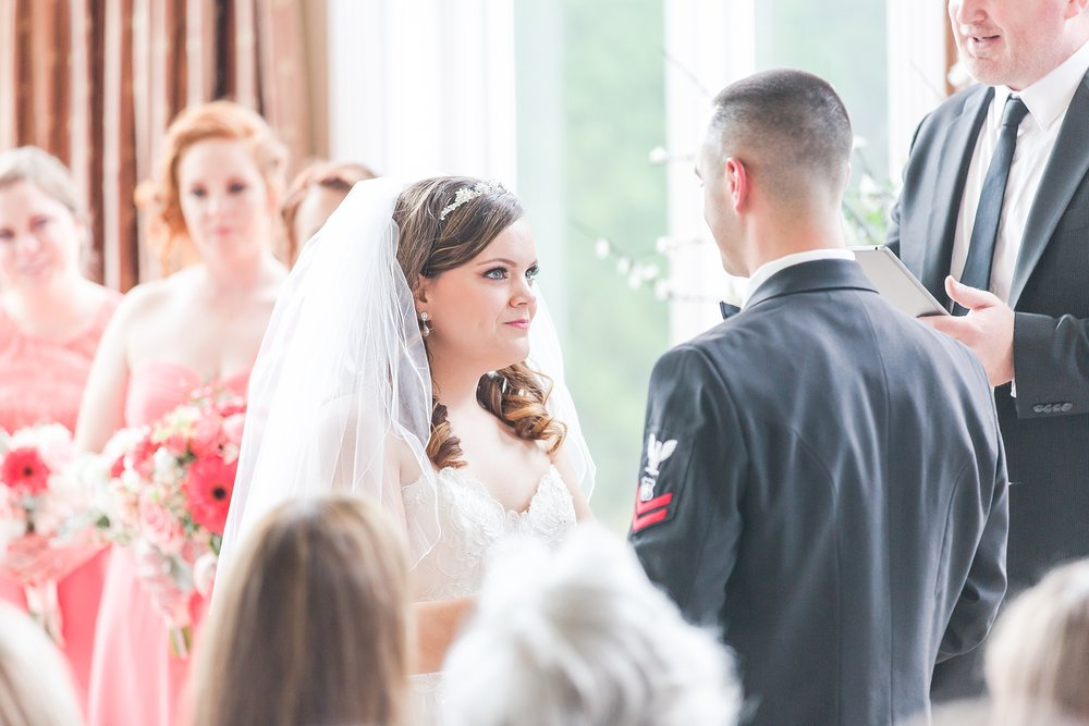 romantic-artful-candid-wedding-photos-in-st-clair-shores-at-the-white-house-wedding-chapel-by-courtney-carolyn-photography_0029.jpg