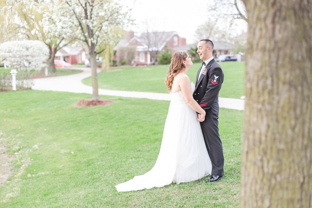 romantic-artful-candid-wedding-photos-in-st-clair-shores-at-the-white-house-wedding-chapel-by-courtney-carolyn-photography_0049.jpg