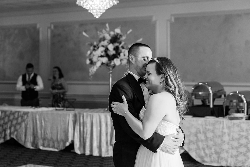 romantic-artful-candid-wedding-photos-in-st-clair-shores-at-the-white-house-wedding-chapel-by-courtney-carolyn-photography_0082.jpg