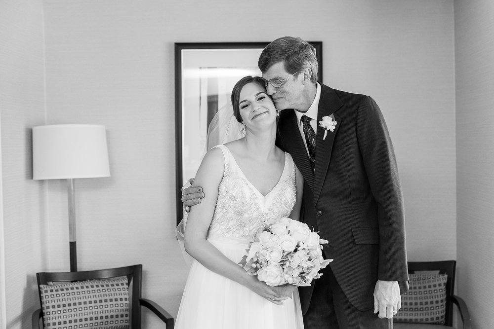 classic-intimate-fun-wedding-photos-at-the-meeting-house-grand-ballroom-in-plymouth-michigan-by-courtney-carolyn-photography_0013.jpg