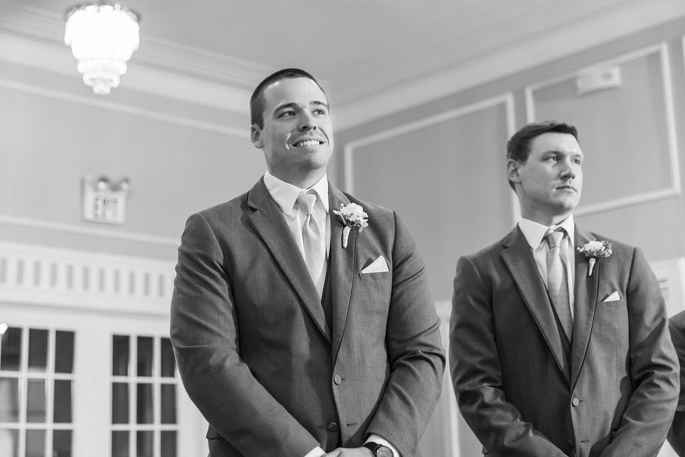 classic-intimate-fun-wedding-photos-at-the-meeting-house-grand-ballroom-in-plymouth-michigan-by-courtney-carolyn-photography_0020.jpg
