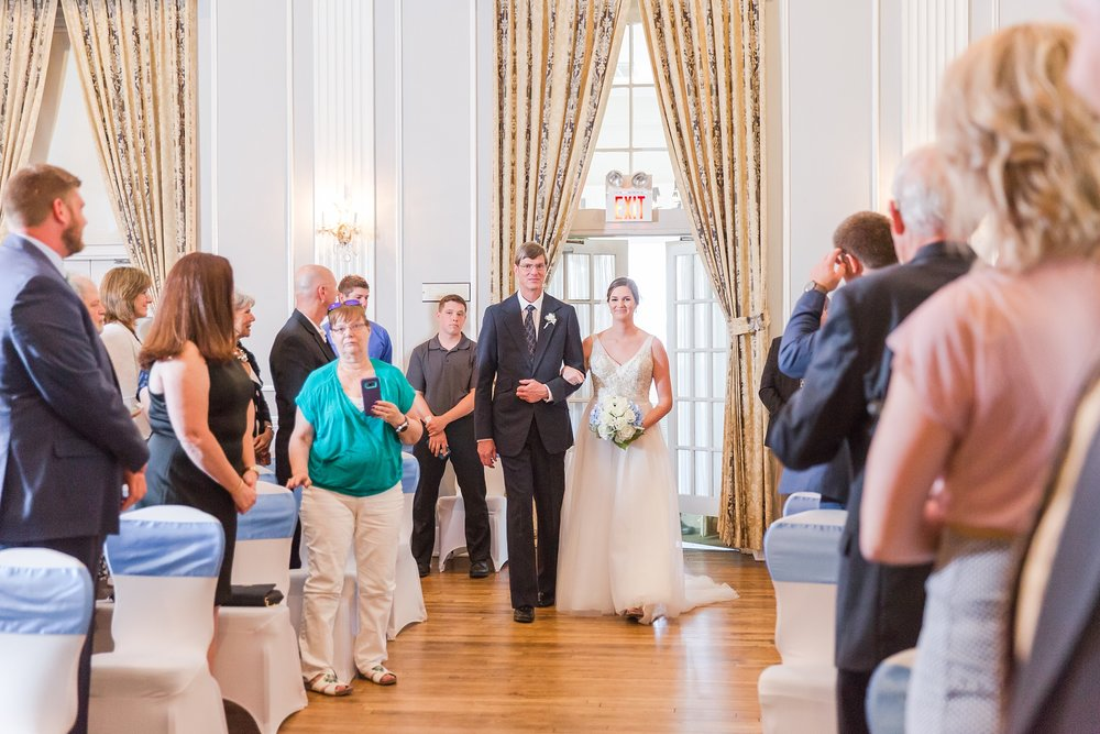 classic-intimate-fun-wedding-photos-at-the-meeting-house-grand-ballroom-in-plymouth-michigan-by-courtney-carolyn-photography_0021.jpg