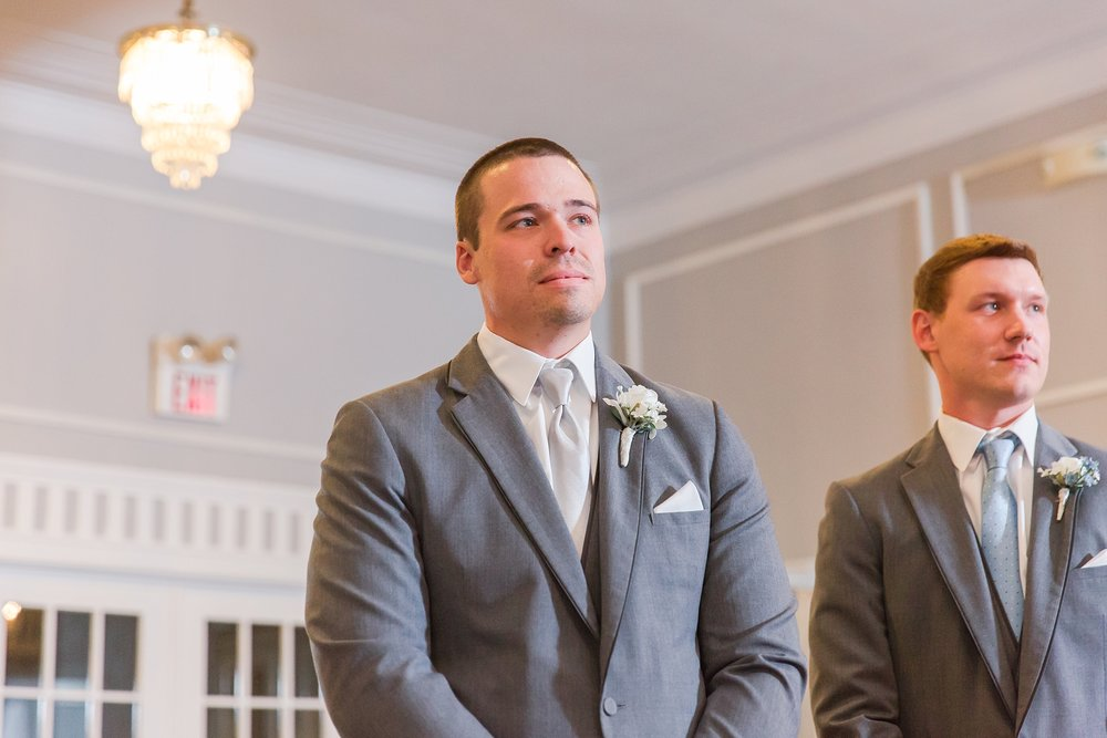 classic-intimate-fun-wedding-photos-at-the-meeting-house-grand-ballroom-in-plymouth-michigan-by-courtney-carolyn-photography_0022.jpg