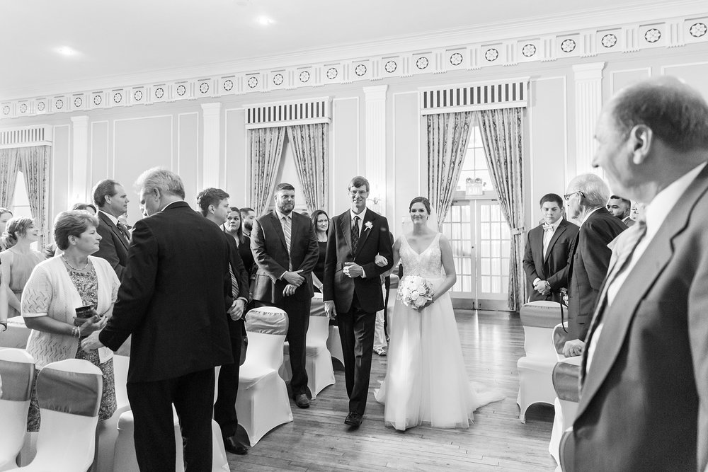 classic-intimate-fun-wedding-photos-at-the-meeting-house-grand-ballroom-in-plymouth-michigan-by-courtney-carolyn-photography_0023.jpg