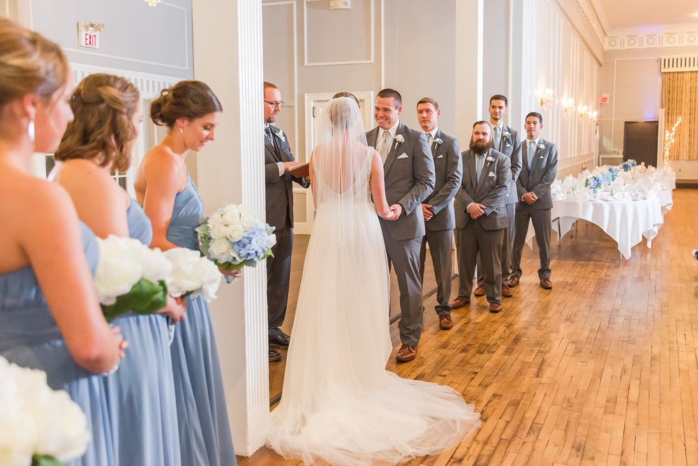 classic-intimate-fun-wedding-photos-at-the-meeting-house-grand-ballroom-in-plymouth-michigan-by-courtney-carolyn-photography_0024.jpg