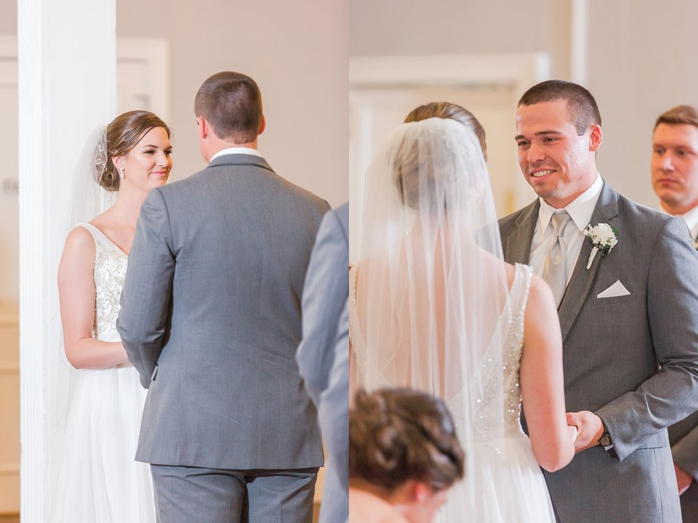 classic-intimate-fun-wedding-photos-at-the-meeting-house-grand-ballroom-in-plymouth-michigan-by-courtney-carolyn-photography_0025.jpg