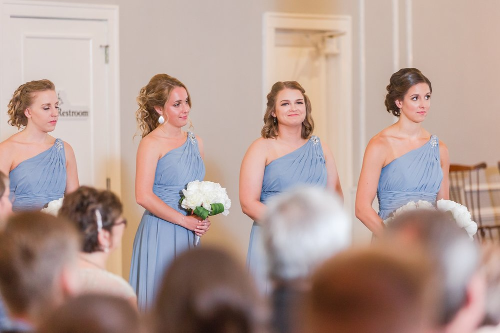 classic-intimate-fun-wedding-photos-at-the-meeting-house-grand-ballroom-in-plymouth-michigan-by-courtney-carolyn-photography_0028.jpg