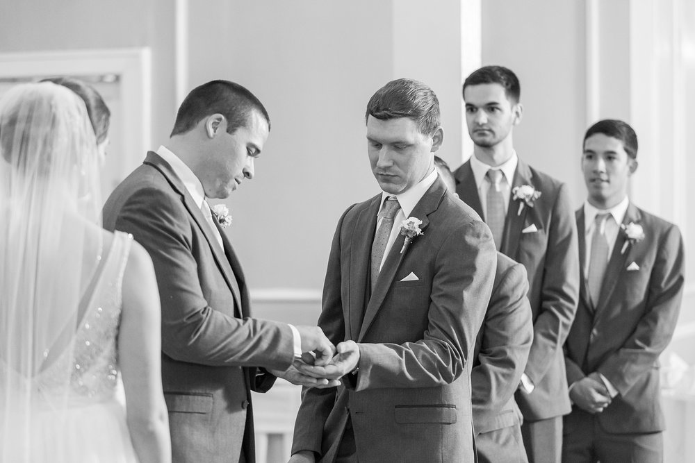 classic-intimate-fun-wedding-photos-at-the-meeting-house-grand-ballroom-in-plymouth-michigan-by-courtney-carolyn-photography_0030.jpg