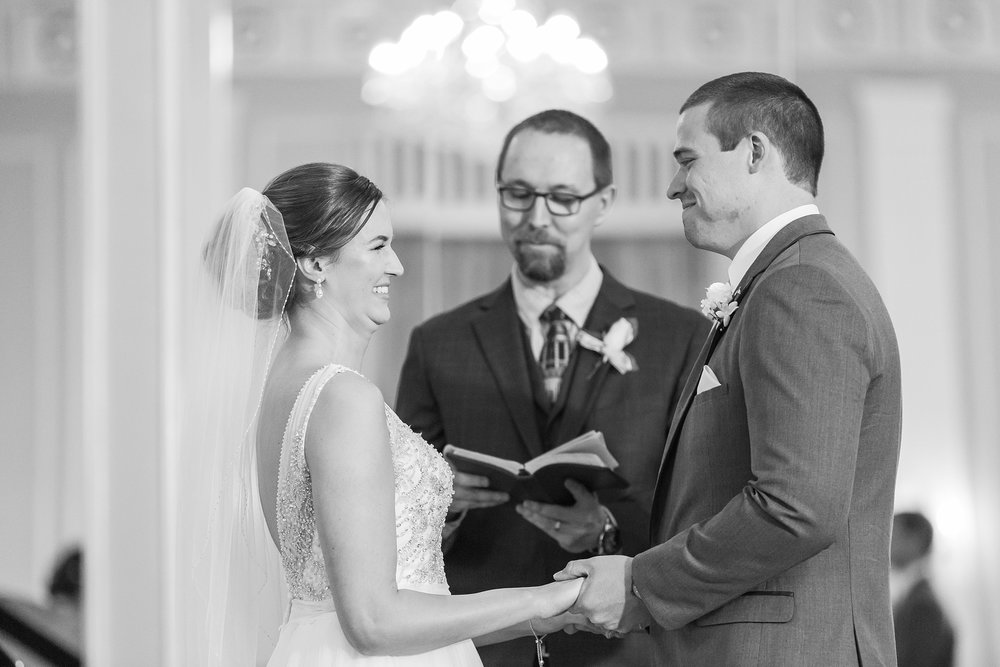 classic-intimate-fun-wedding-photos-at-the-meeting-house-grand-ballroom-in-plymouth-michigan-by-courtney-carolyn-photography_0031.jpg