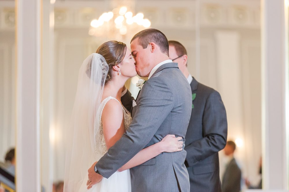 classic-intimate-fun-wedding-photos-at-the-meeting-house-grand-ballroom-in-plymouth-michigan-by-courtney-carolyn-photography_0032.jpg