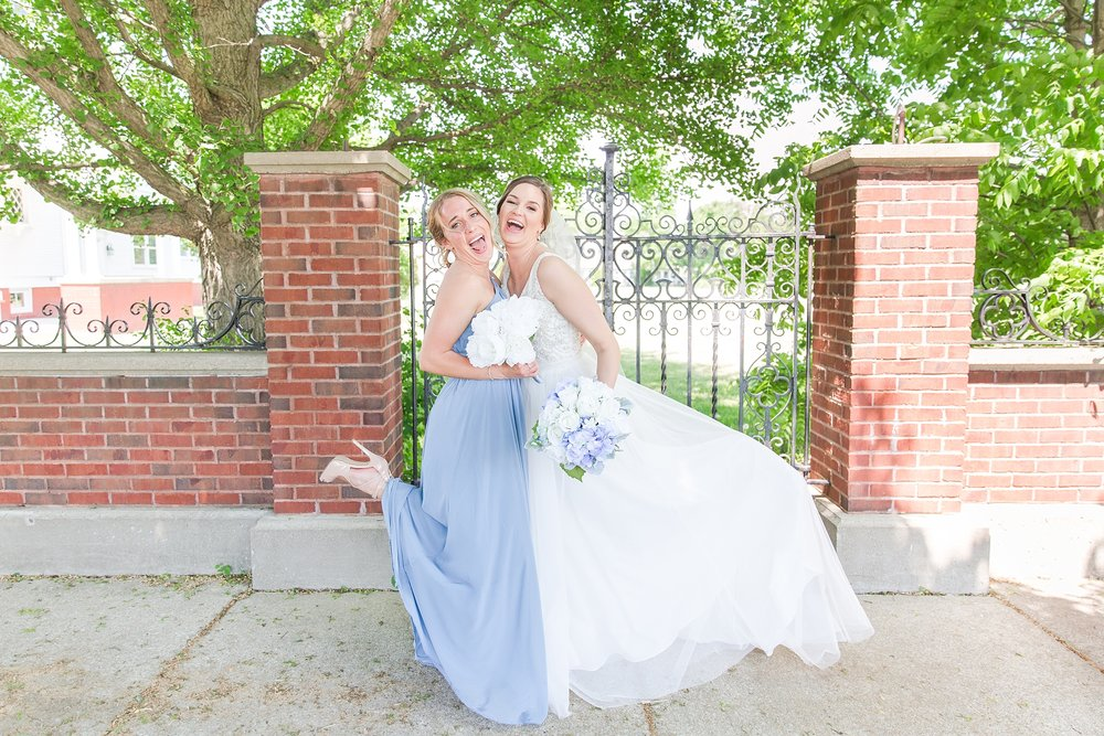 classic-intimate-fun-wedding-photos-at-the-meeting-house-grand-ballroom-in-plymouth-michigan-by-courtney-carolyn-photography_0049.jpg