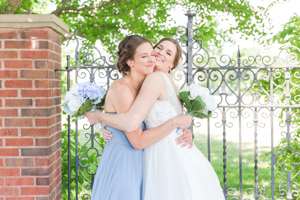classic-intimate-fun-wedding-photos-at-the-meeting-house-grand-ballroom-in-plymouth-michigan-by-courtney-carolyn-photography_0061.jpg