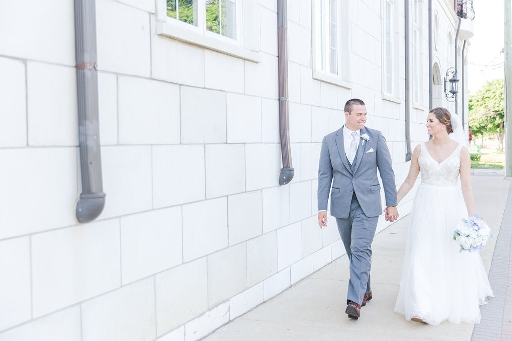 classic-intimate-fun-wedding-photos-at-the-meeting-house-grand-ballroom-in-plymouth-michigan-by-courtney-carolyn-photography_0062.jpg