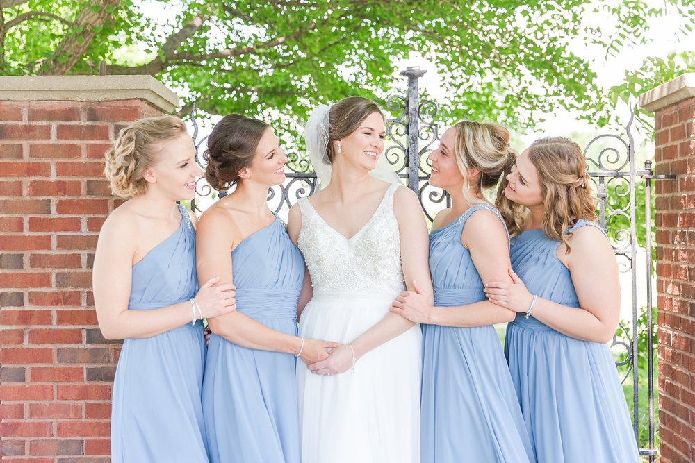 classic-intimate-fun-wedding-photos-at-the-meeting-house-grand-ballroom-in-plymouth-michigan-by-courtney-carolyn-photography_0066.jpg