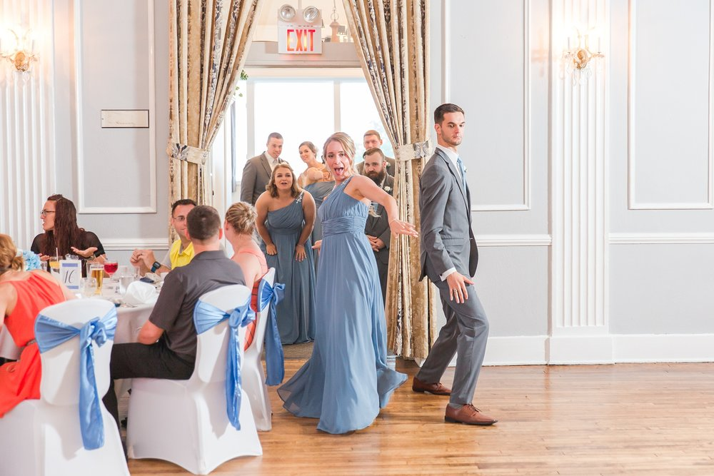 classic-intimate-fun-wedding-photos-at-the-meeting-house-grand-ballroom-in-plymouth-michigan-by-courtney-carolyn-photography_0071.jpg