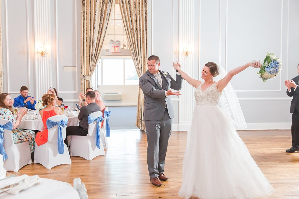classic-intimate-fun-wedding-photos-at-the-meeting-house-grand-ballroom-in-plymouth-michigan-by-courtney-carolyn-photography_0075.jpg