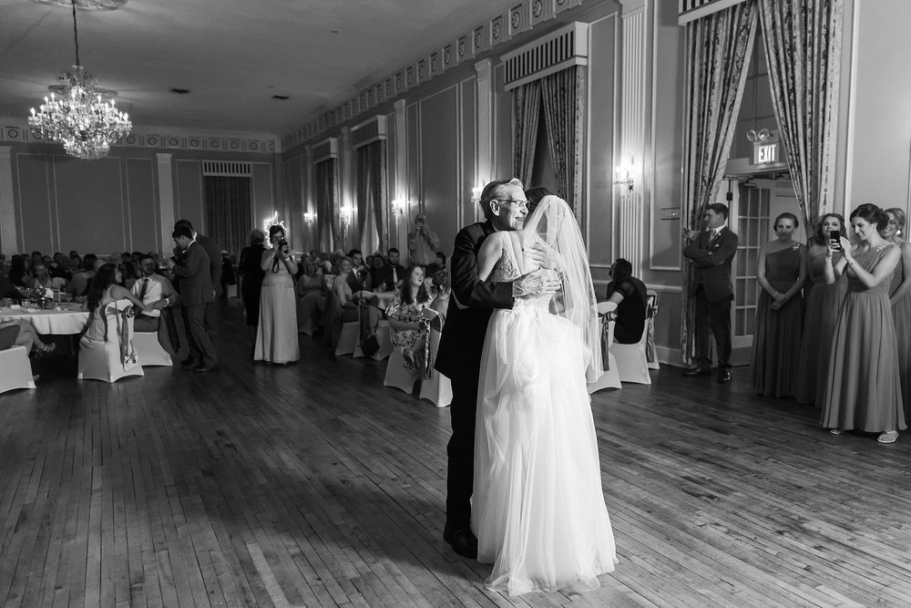 classic-intimate-fun-wedding-photos-at-the-meeting-house-grand-ballroom-in-plymouth-michigan-by-courtney-carolyn-photography_0088.jpg