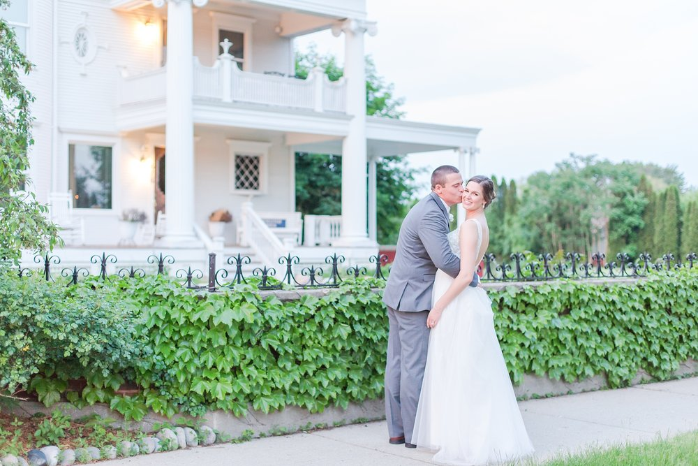 classic-intimate-fun-wedding-photos-at-the-meeting-house-grand-ballroom-in-plymouth-michigan-by-courtney-carolyn-photography_0092.jpg