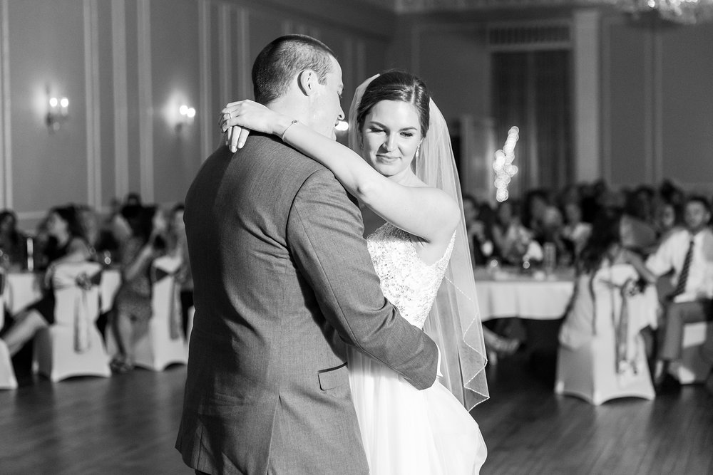 classic-intimate-fun-wedding-photos-at-the-meeting-house-grand-ballroom-in-plymouth-michigan-by-courtney-carolyn-photography_0094.jpg