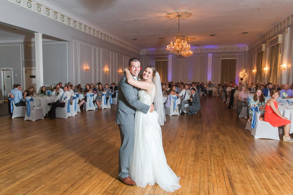 classic-intimate-fun-wedding-photos-at-the-meeting-house-grand-ballroom-in-plymouth-michigan-by-courtney-carolyn-photography_0095.jpg