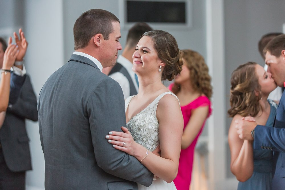 classic-intimate-fun-wedding-photos-at-the-meeting-house-grand-ballroom-in-plymouth-michigan-by-courtney-carolyn-photography_0105.jpg