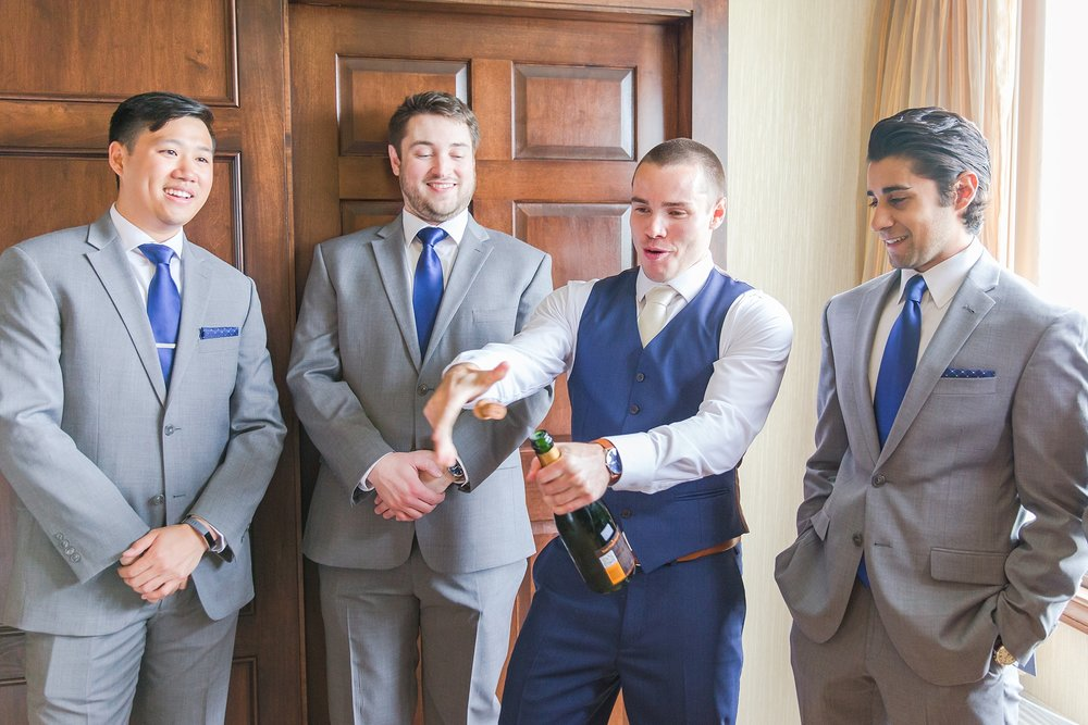 joyful-candid-laid-back-wedding-photos-in-ann-arbor-michigan-and-at-the-eagle-crest-golf-resort-by-courtney-carolyn-photography_0004.jpg