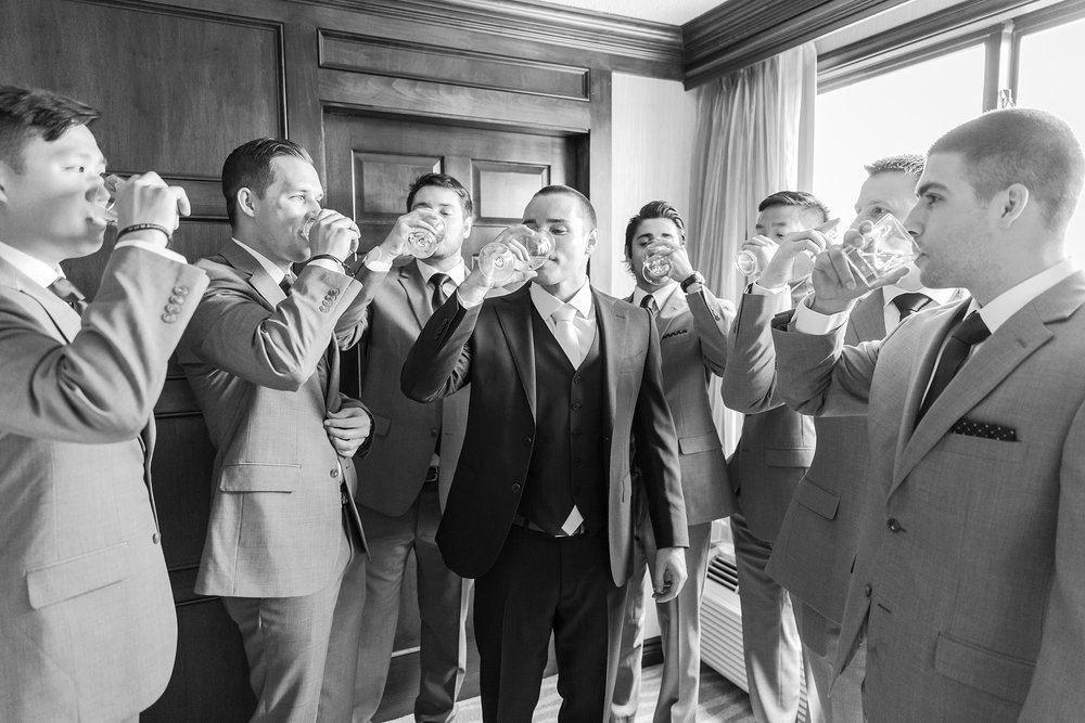 joyful-candid-laid-back-wedding-photos-in-ann-arbor-michigan-and-at-the-eagle-crest-golf-resort-by-courtney-carolyn-photography_0011.jpg
