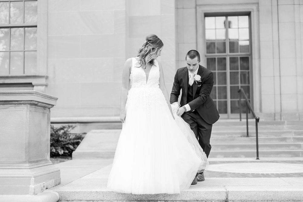 joyful-candid-laid-back-wedding-photos-in-ann-arbor-michigan-and-at-the-eagle-crest-golf-resort-by-courtney-carolyn-photography_0059.jpg