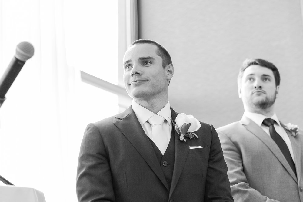 joyful-candid-laid-back-wedding-photos-in-ann-arbor-michigan-and-at-the-eagle-crest-golf-resort-by-courtney-carolyn-photography_0068.jpg