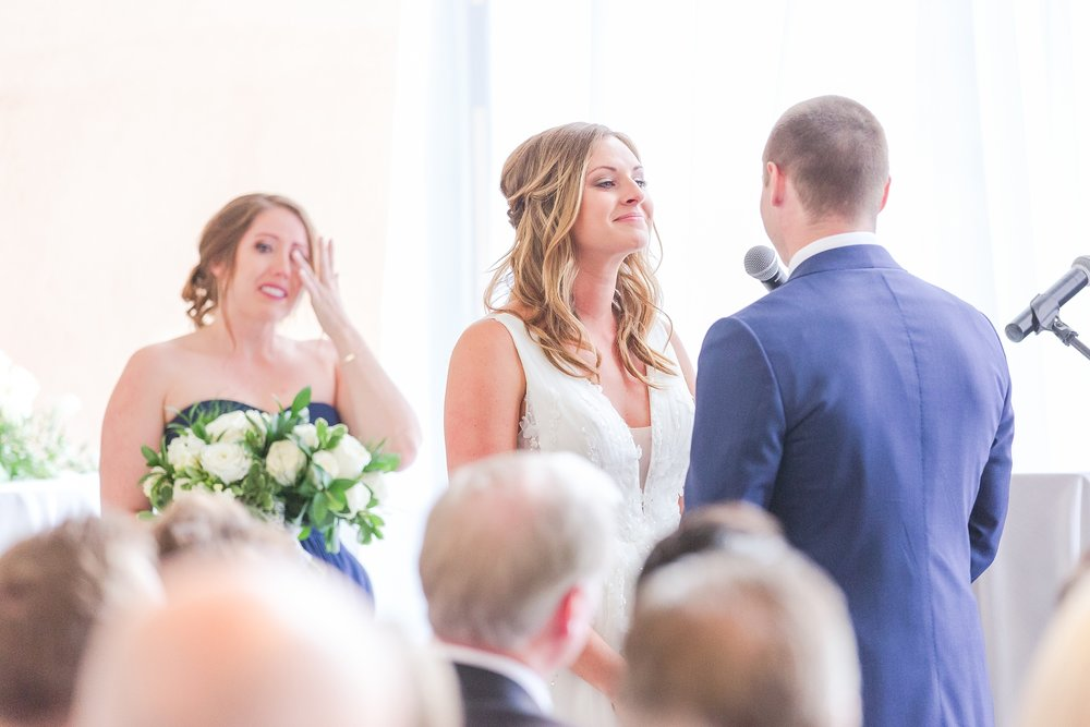 joyful-candid-laid-back-wedding-photos-in-ann-arbor-michigan-and-at-the-eagle-crest-golf-resort-by-courtney-carolyn-photography_0075.jpg
