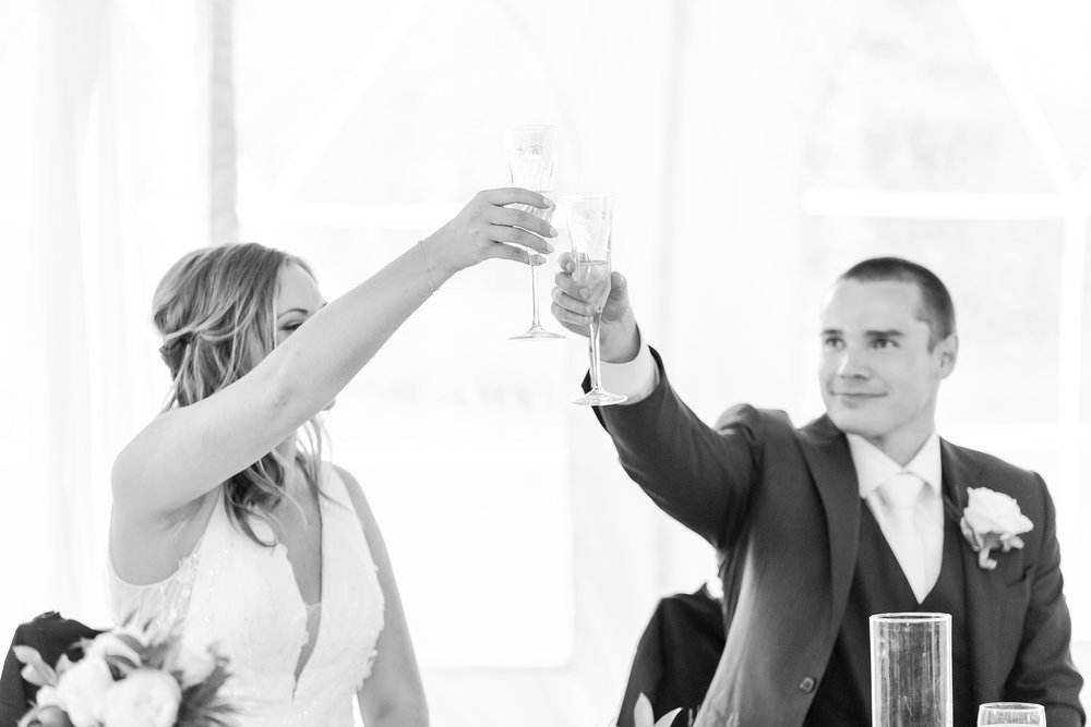 joyful-candid-laid-back-wedding-photos-in-ann-arbor-michigan-and-at-the-eagle-crest-golf-resort-by-courtney-carolyn-photography_0094.jpg