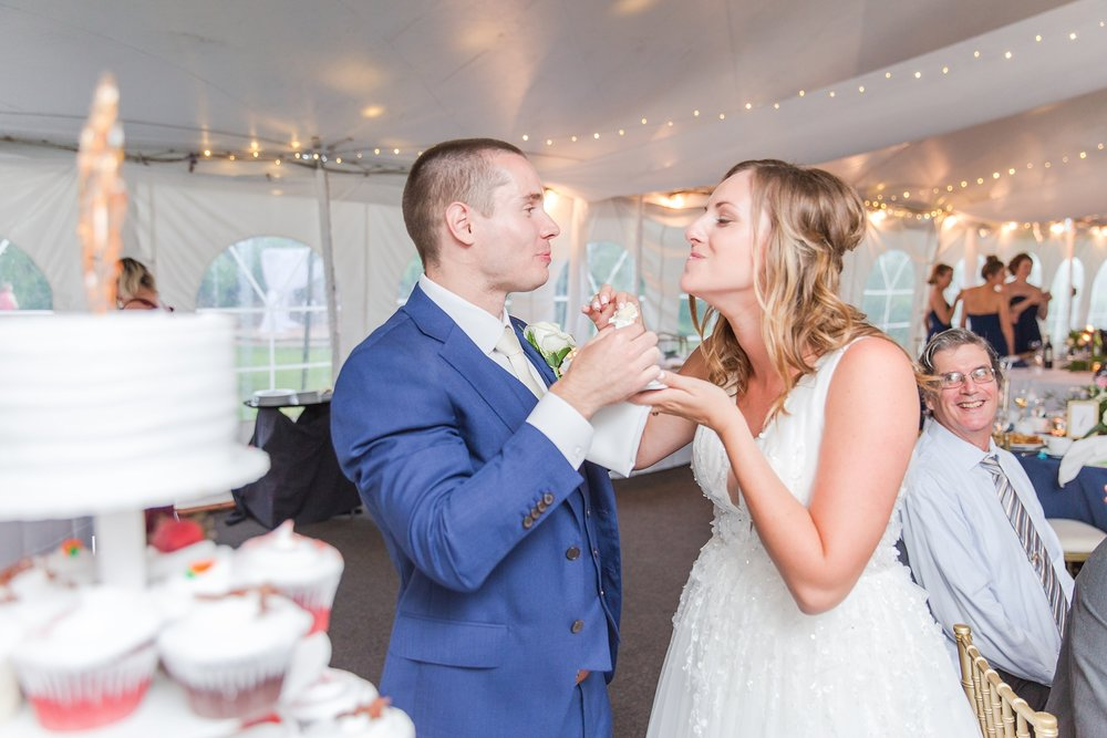 joyful-candid-laid-back-wedding-photos-in-ann-arbor-michigan-and-at-the-eagle-crest-golf-resort-by-courtney-carolyn-photography_0111.jpg