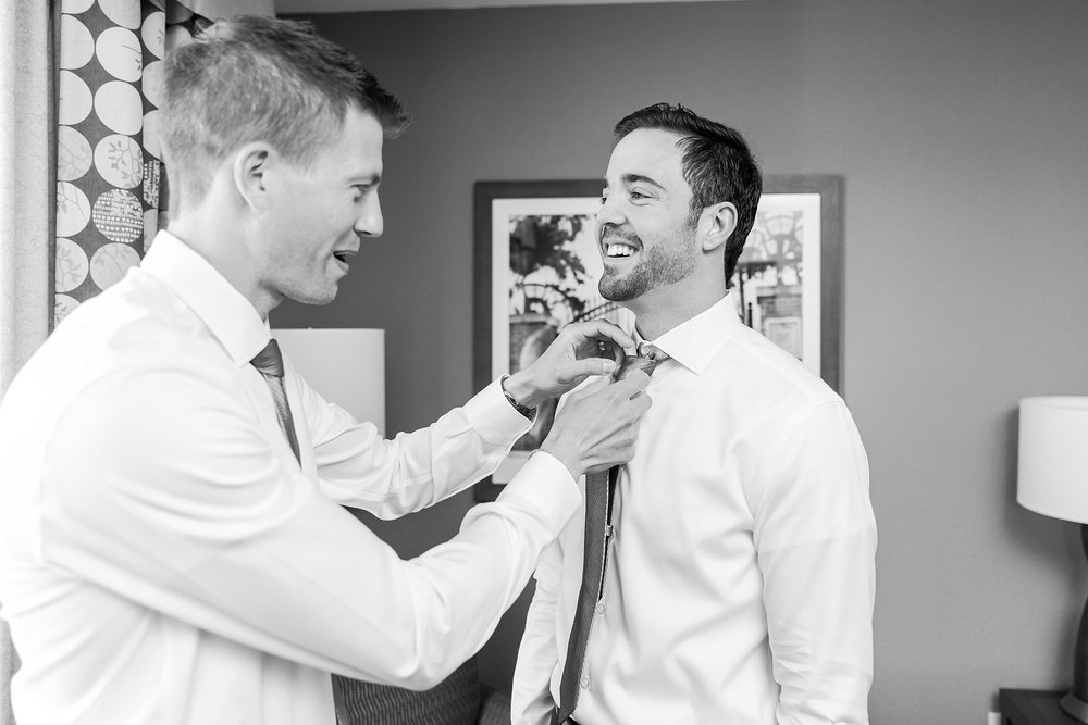 fun-candid-laid-back-wedding-photos-at-wellers-carriage-house-in-saline-michigan-and-at-the-eagle-crest-golf-resort-by-courtney-carolyn-photography_0008.jpg