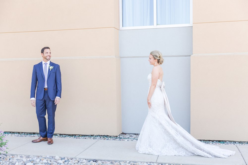 fun-candid-laid-back-wedding-photos-at-wellers-carriage-house-in-saline-michigan-and-at-the-eagle-crest-golf-resort-by-courtney-carolyn-photography_0017.jpg