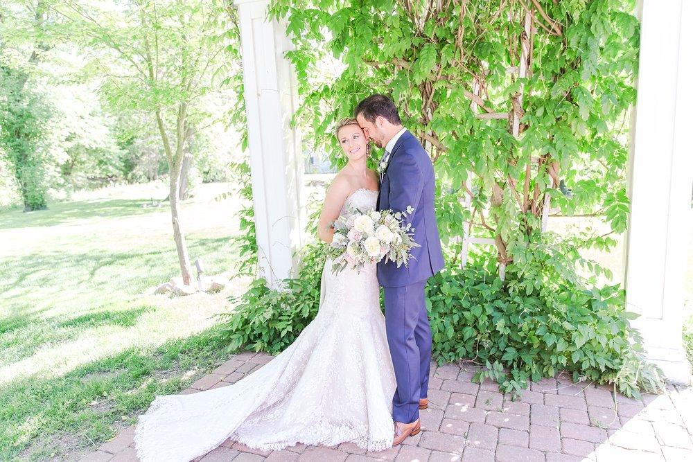 fun-candid-laid-back-wedding-photos-at-wellers-carriage-house-in-saline-michigan-and-at-the-eagle-crest-golf-resort-by-courtney-carolyn-photography_0031.jpg