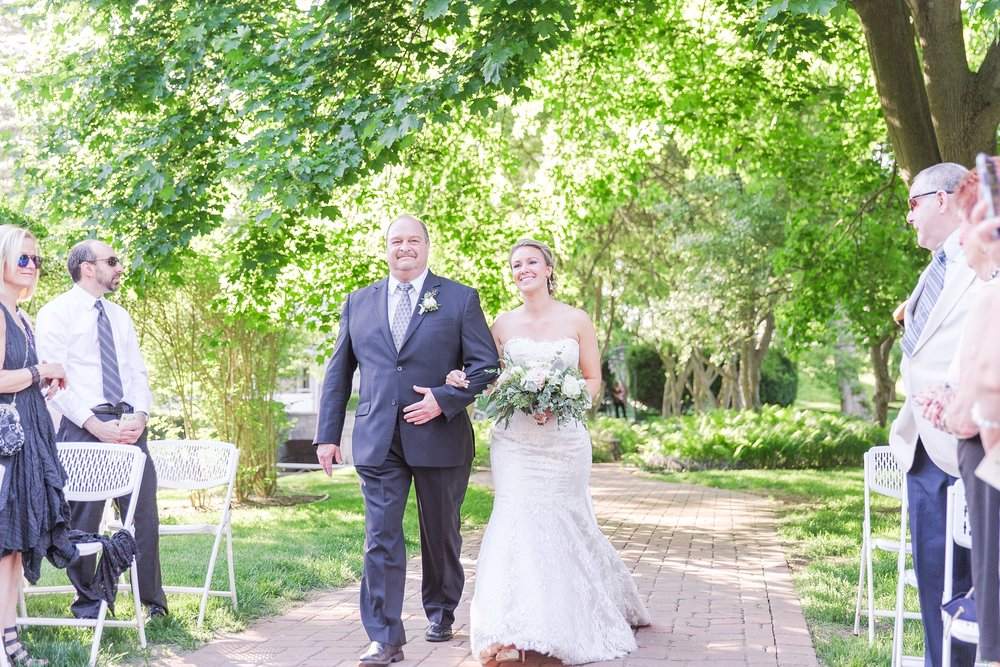 fun-candid-laid-back-wedding-photos-at-wellers-carriage-house-in-saline-michigan-and-at-the-eagle-crest-golf-resort-by-courtney-carolyn-photography_0064.jpg