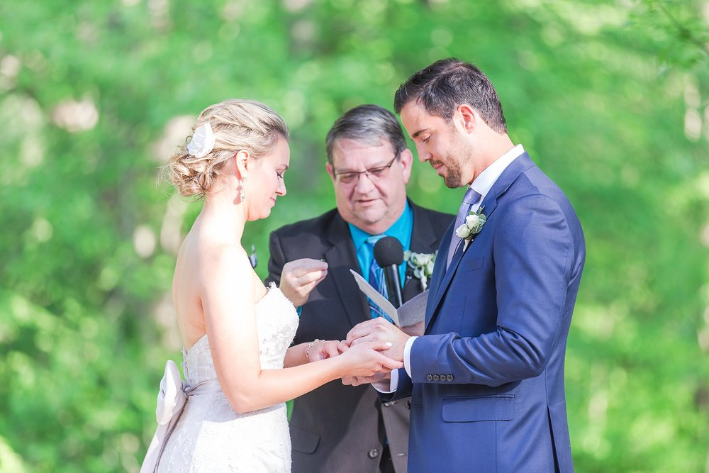 fun-candid-laid-back-wedding-photos-at-wellers-carriage-house-in-saline-michigan-and-at-the-eagle-crest-golf-resort-by-courtney-carolyn-photography_0069.jpg