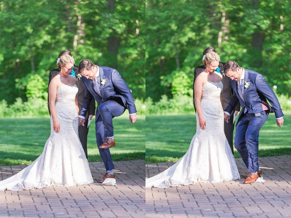 fun-candid-laid-back-wedding-photos-at-wellers-carriage-house-in-saline-michigan-and-at-the-eagle-crest-golf-resort-by-courtney-carolyn-photography_0072.jpg
